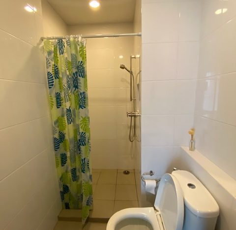 Two bedroom unit for rent in Ari - Guest bathroom