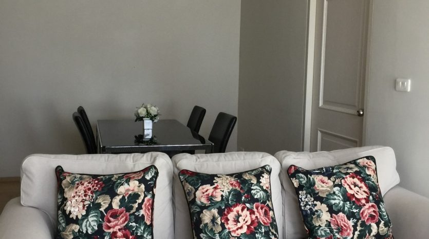 One bedroom condo for rent in Ari - Sofa