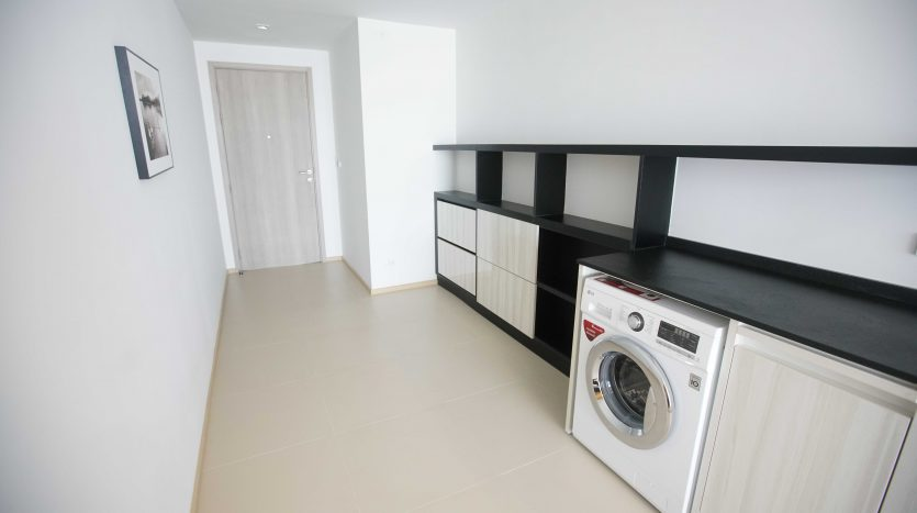 Two bedroom condo for rent in Thong Lo - Laundry