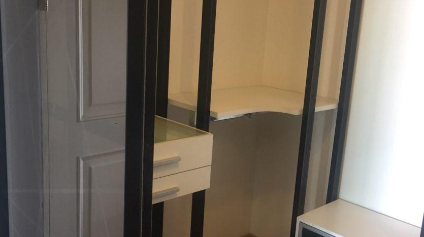 One bedroom for rent in Ari - Wardrobe