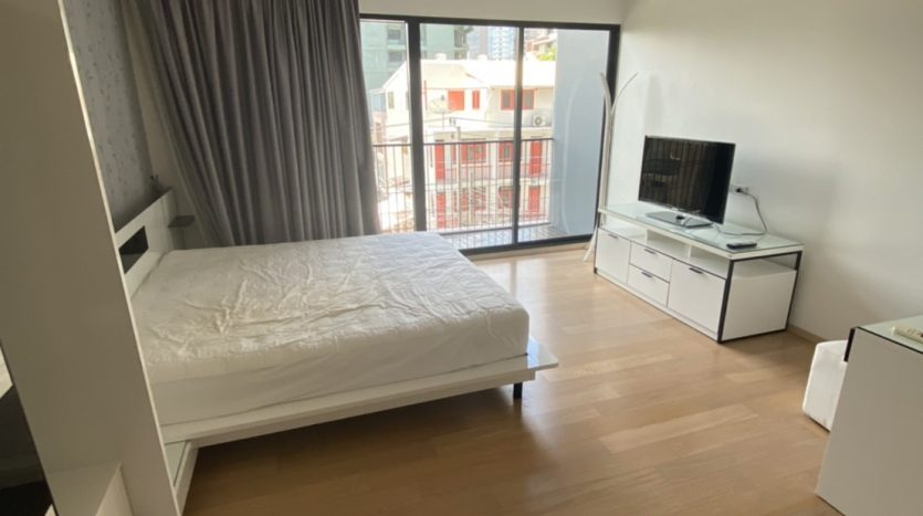 One bedroom condo for rent in Ari - Storage
