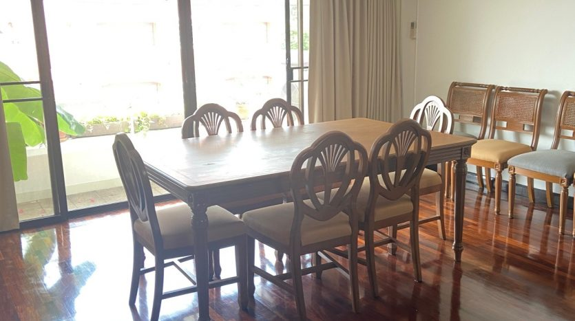 Three bedroom for rent in Ari - Dining table