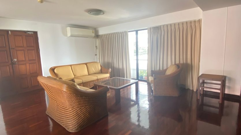 Three bedroom for rent in Ari - Sofa