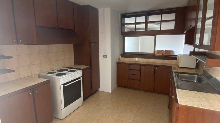 Three bedroom for rent in Ari - Kitchen