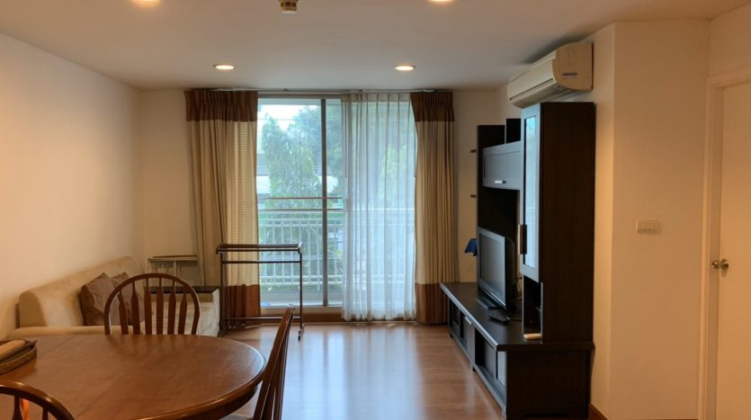 One bedroom for rent in Ari - Living room