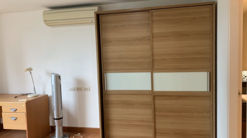 One bedroom for rent in Ari - Wardrobe