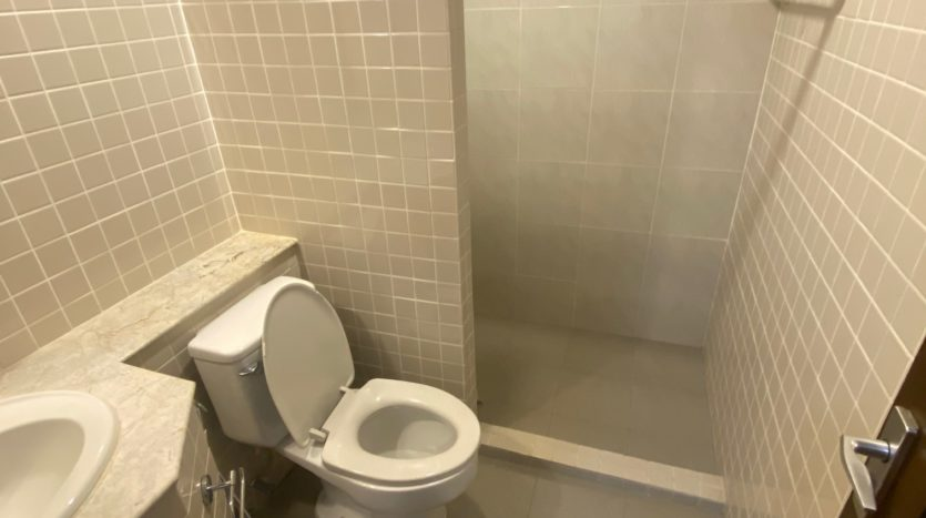 Two bedroom apartment for rent in Ari - Second bathroom