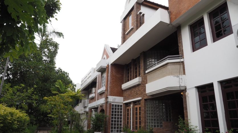 Townhouse for rent in Thong Lo - Front