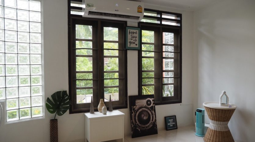 Townhouse for rent in Thong Lo - Window