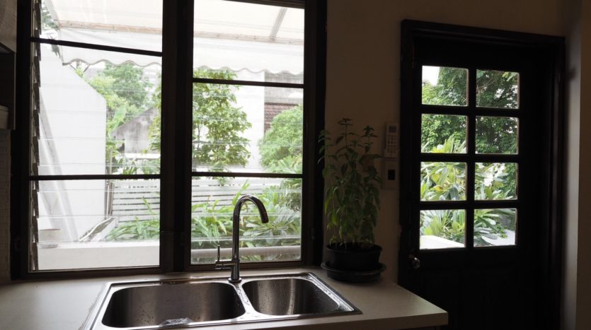 Townhouse for rent in Thong Lo - Sink