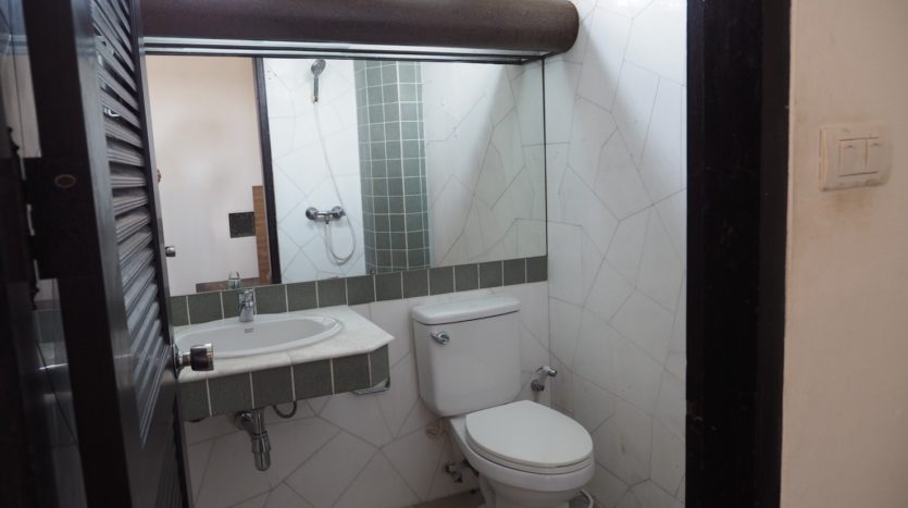 Townhouse for rent in Thong Lo - Toilet