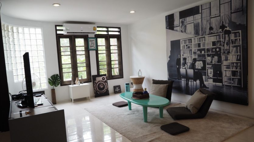 Townhouse for rent in Thong Lo - Living area