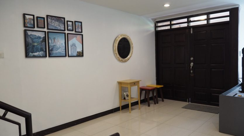 Townhouse for rent in Thong Lo - Entrance
