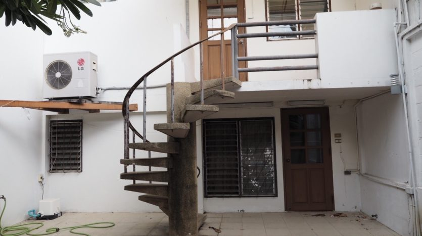 Townhouse for rent in Thong Lo - Stair spin