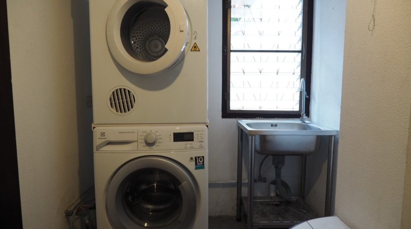 Townhouse for rent in Thong Lo - Washing