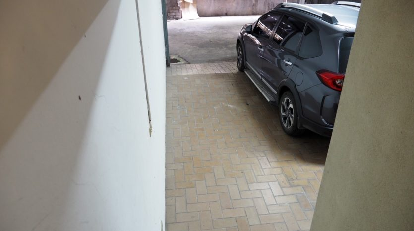 Townhouse for rent in Thong Lo - Parking