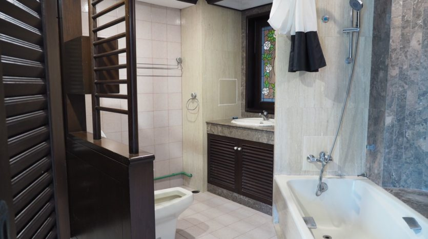 Townhouse for rent in Thong Lo - Bathroom