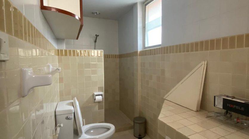 Five bedroom house for rent in Ari - Bathroom