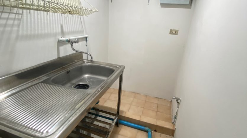 Two bedroom condo for rent in Ari - Utility room
