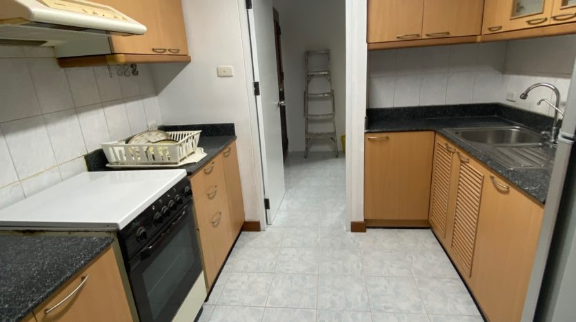 Two bedroom condo for rent in Ari - Oven