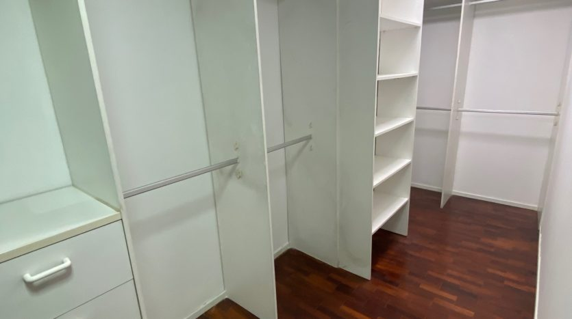 Two bedroom condo for rent in Ari - Walk in closet