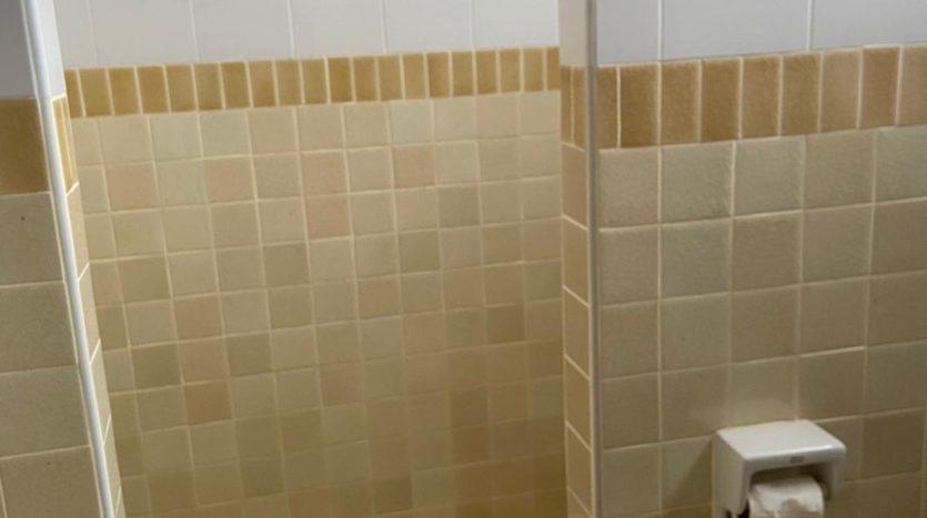 Five bedroom house for rent in Ari - Guest bathroom