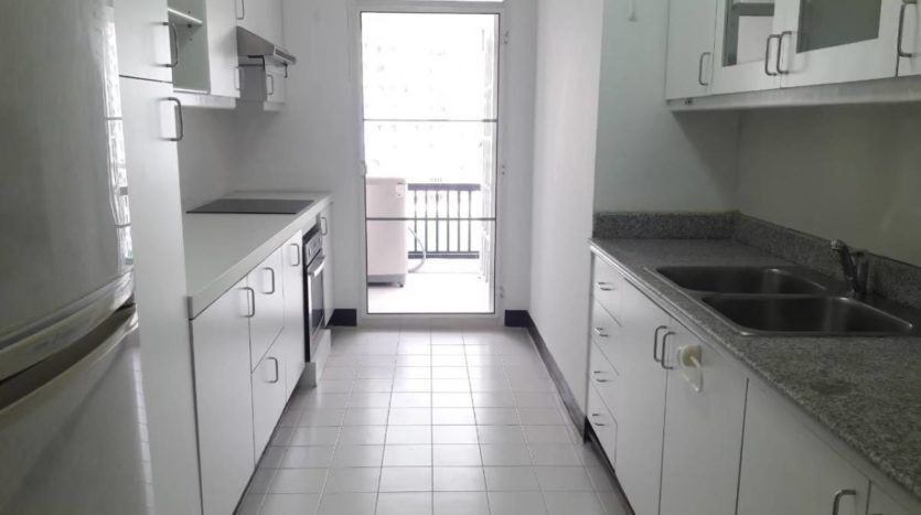Three bedroom apartment for rent in Langsuan - Kitchen
