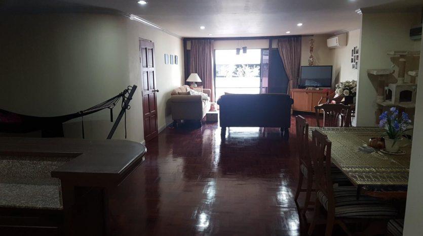 Three bedroom pet friendly condo for rent in Ari - Halway