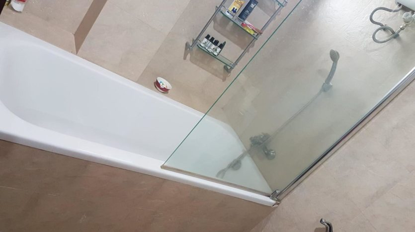 Three bedroom pet friendly condo for rent in Ari - Bath