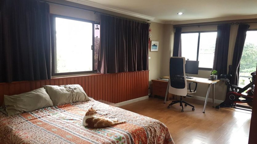 Three bedroom pet friendly condo for rent in Ari - Master bedroom