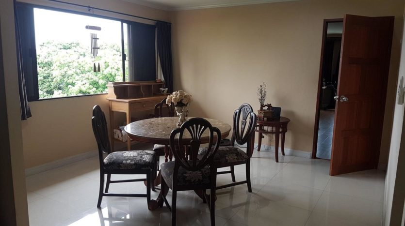 Three bedroom pet friendly condo for rent in Ari - Small table