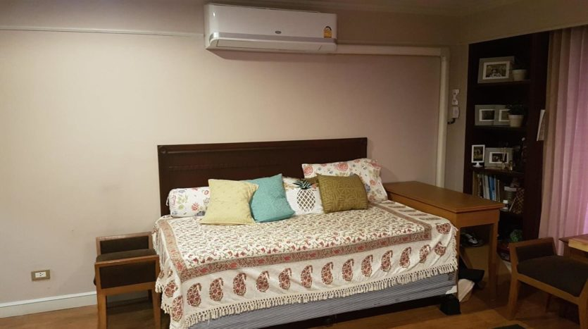 Three bedroom pet friendly condo for rent in Ari - Third bedroom