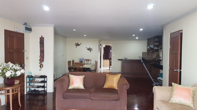 Three bedroom pet friendly condo for rent in Ari - Living room