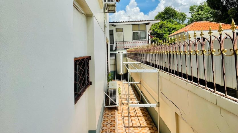 House for rent in Ari - Outside
