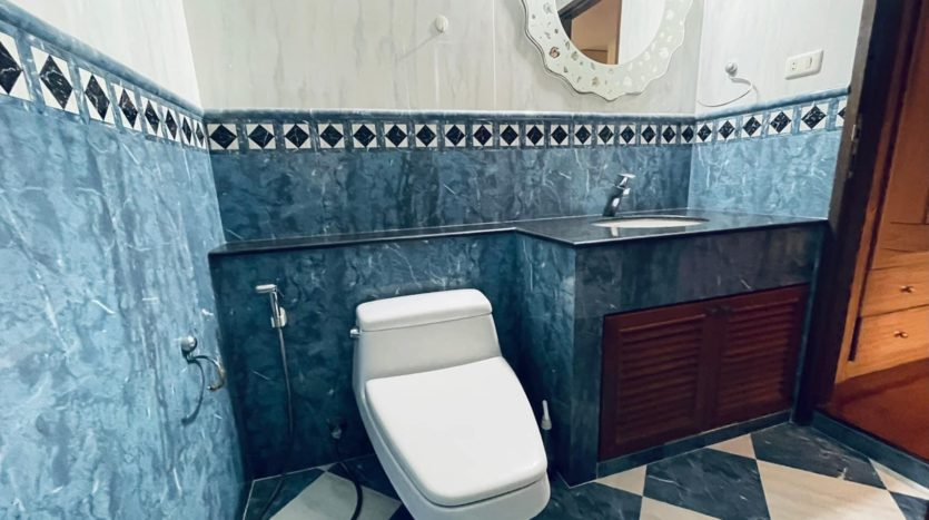 House for rent in Ari - Bathroom