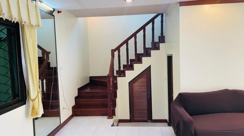 House for rent in Ari - First floor