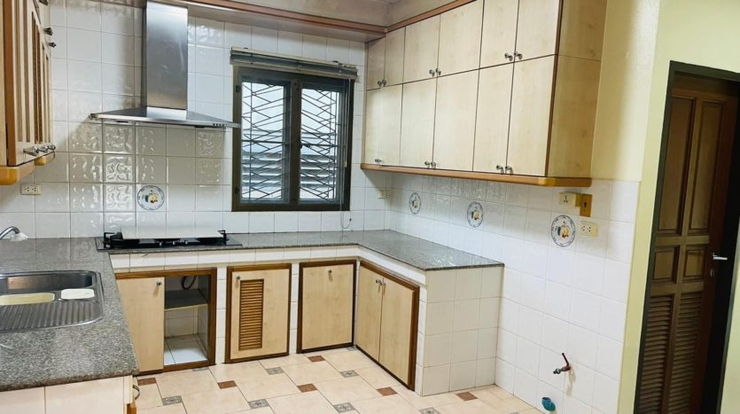 House for rent in Ari - Kitchen