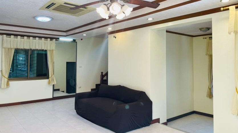 House for rent in Ari - Sofa 2