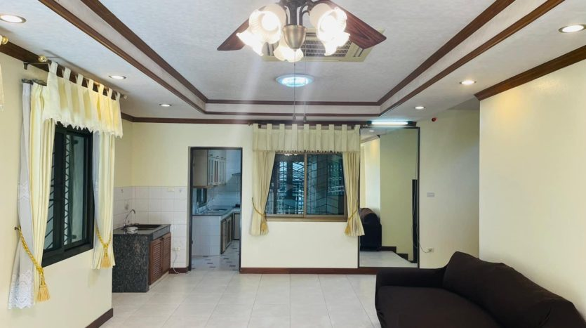 House for rent in Ari - Living room