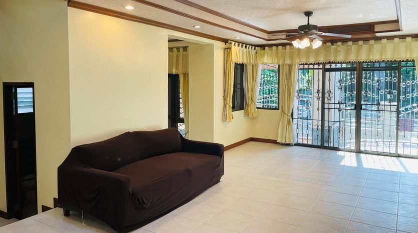 House for rent in Ari - Sofa