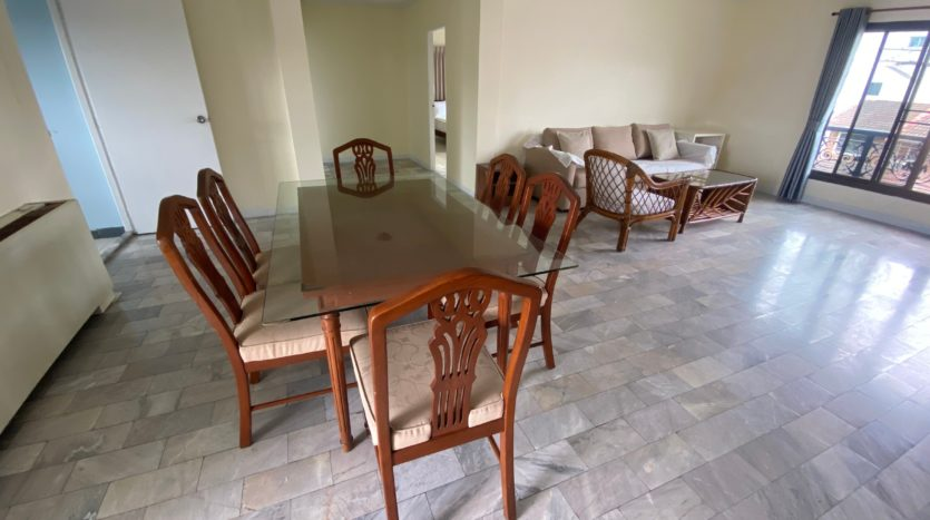 Two bedroom apartment for rent in Ari - Dining table