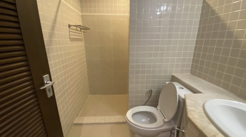 Two bed apartment for rent in Ari - Guest bathroom